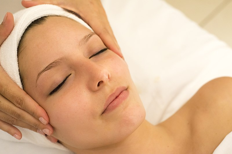 Masaje facial kobido o lifting facial natural
